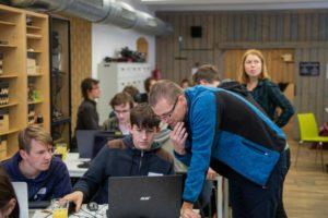 Hackathon vyhrál asistent pro automatizavanou přípravu prezentací